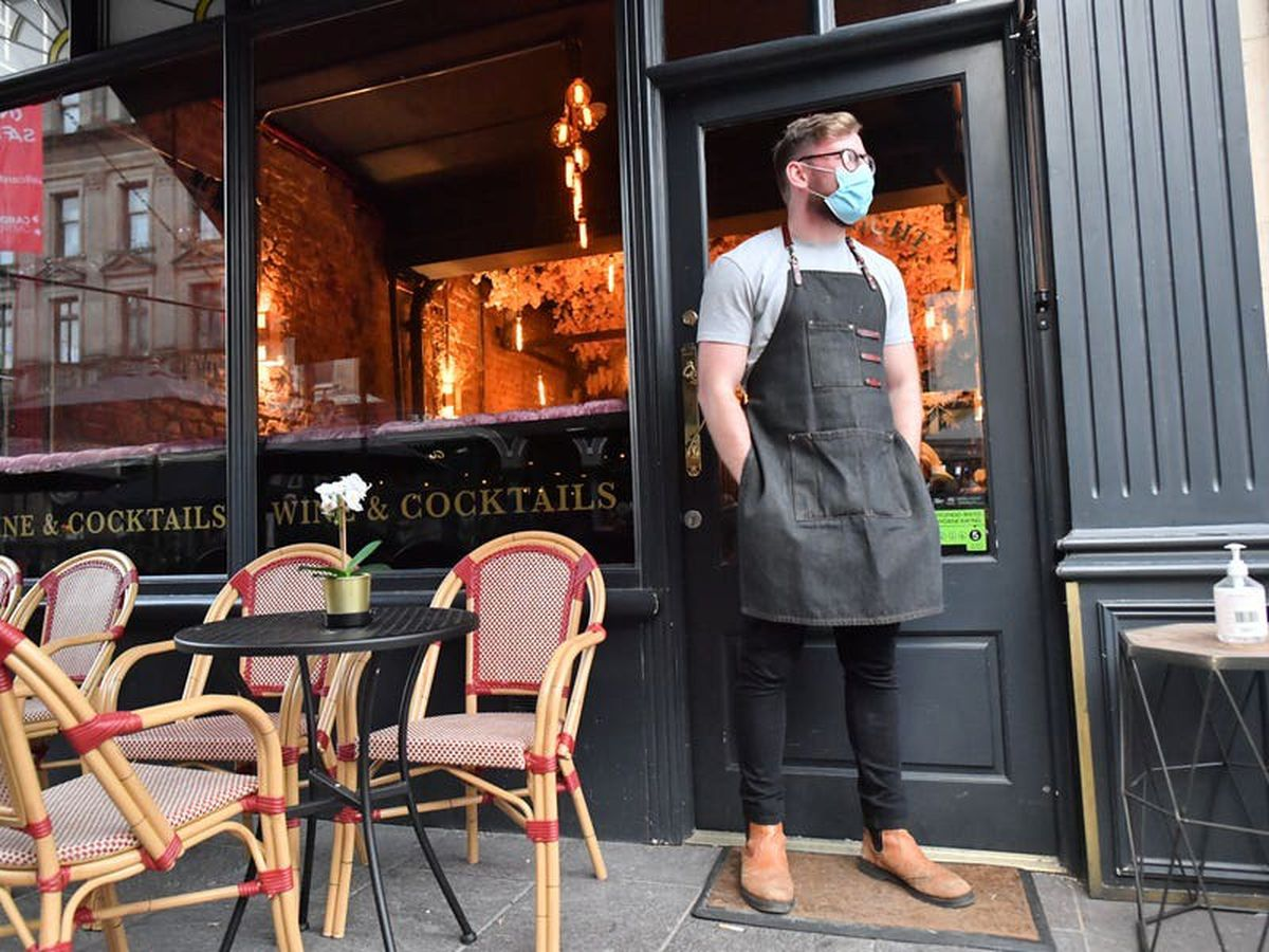 'Summer of closures' predicted for pubs and restaurants due to 'pingdemic'