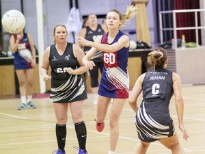Picture by Sophie Rabey.  01-10-19.  Thunders Vs. Zebras 1.  Netball Winter League, Guernsey Grammar School. (25962504)