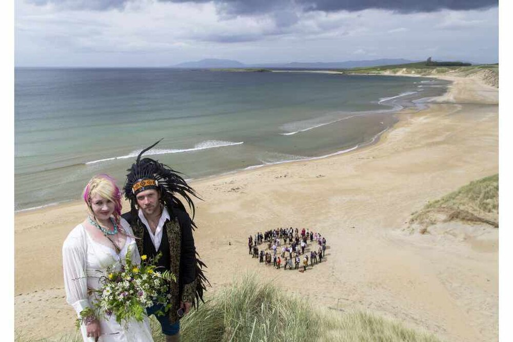 Gavin Marley 36 And His New Bride Jerusha 30 Pictured Said I Do In A Traditional Irish Handfasting Ceremony On Trawalua Beach Ireland