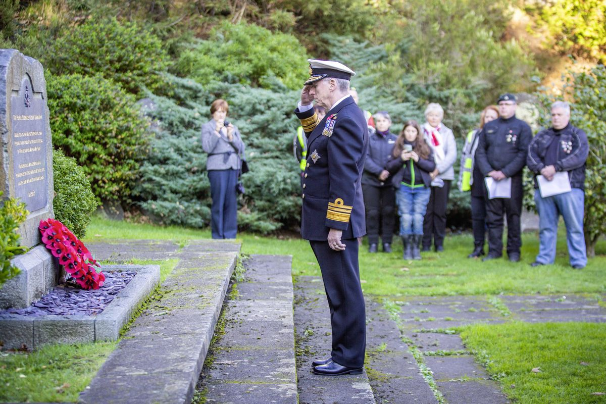 Picture by Sophie Rabey.  29-11-20..The Royal Guernsey Light Infantry Memorial Day Service at the Sunken Gardens..Lt-Governor Sir Ian Corder.. (28962919)