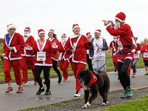 Pic by Adrian Miller 16-12-18       Pembroke Vale Santa Fun Run (23397927)