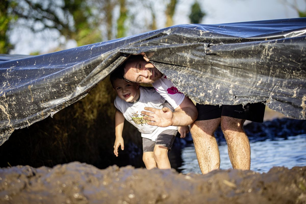 Picture by Sophie Rabey.  29-11-20. Muddy Cow Fun Run Vazon/Grande Mare. Jason (7) and Ben Mogg. (28963028)