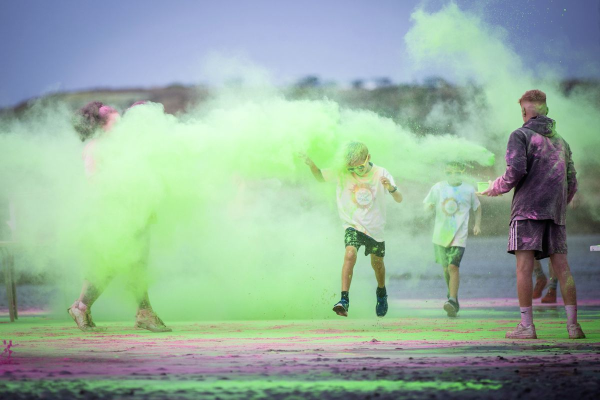 Picture by Sophie Rabey.  19-09-20. Islands Insurance have sponsored a Colour Run on Vazon Beach to help raise money for Guide Dogs for the Blind. (28707328)