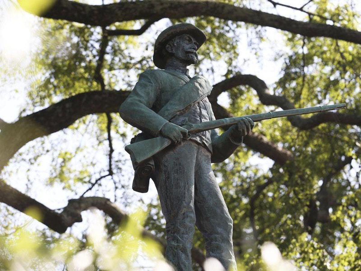 Charlottesville removes Confederate statue near rally site