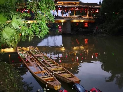 Five dead, dozens missing after dragon boats capsize in China