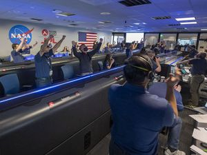 Nasa scientists celebrate successful Mars rover landing with Reddit Q&A
