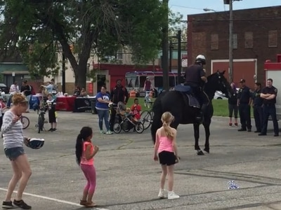 Watch a horse do the Cupid Shuffle with a bunch of children
