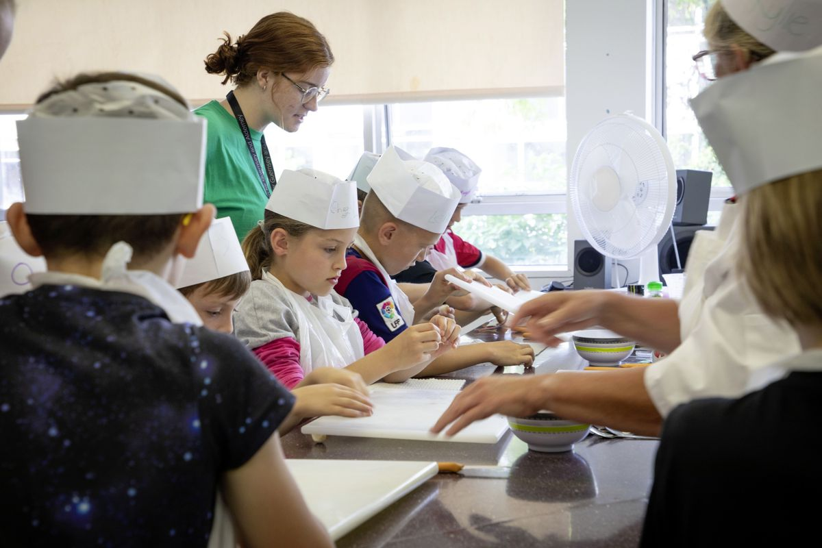 Picture by Sophie Rabey.  05-08-19.  Youth Commissions Summer Playscheme is focusing on teaching children to eat well and learn more about sugar intake.  Lily Guariento.. (25436932)