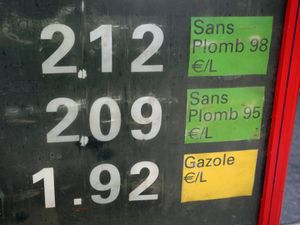 One-off payment to help 36 million French motorists hit by rising fuel prices