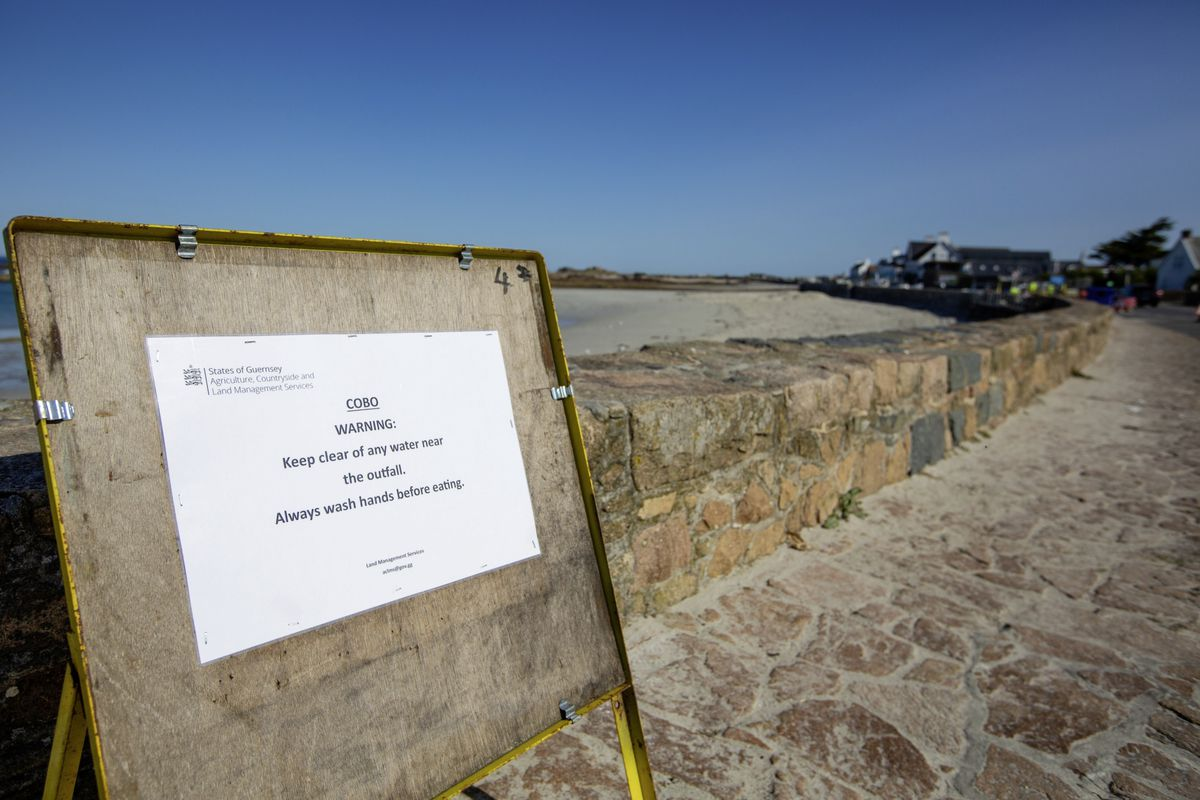 Sign warning the public to stay away from the outfall pipe on Cobo. (Picture by Peter Frankland, 28686288)