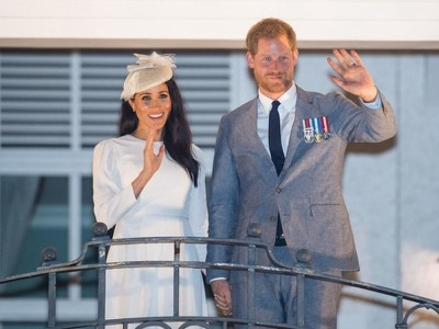 Harry and Meghan given traditional welcome on arrival in Fiji