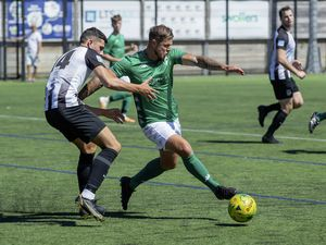 Guernsey FC midfielder Kieran Mahon, pictured playing in pre-season for the Green Lions against St Martin's, is returning to Northerners from Manzur in the FNB Priaulx League. (Picture by Martin Gray, 29875810)