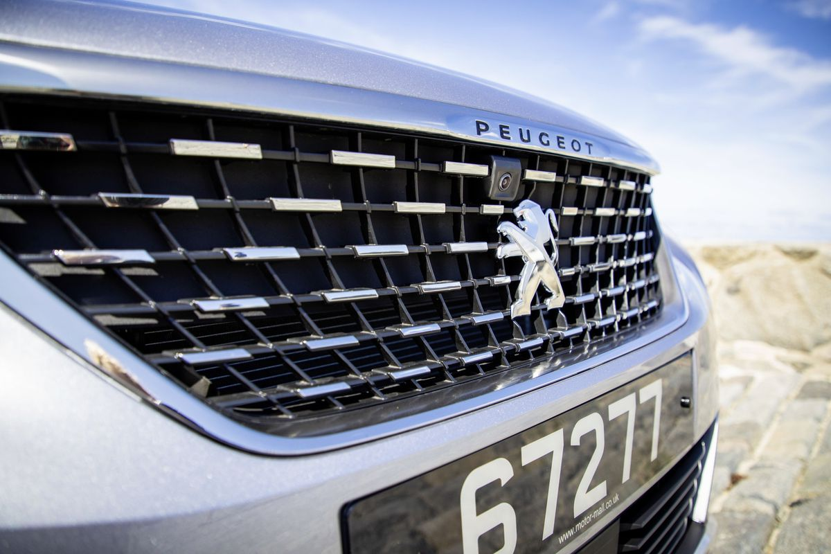 Peugeot 5008 from Motor-Mall (Sophie Rabey 29-08-19, 25638099)