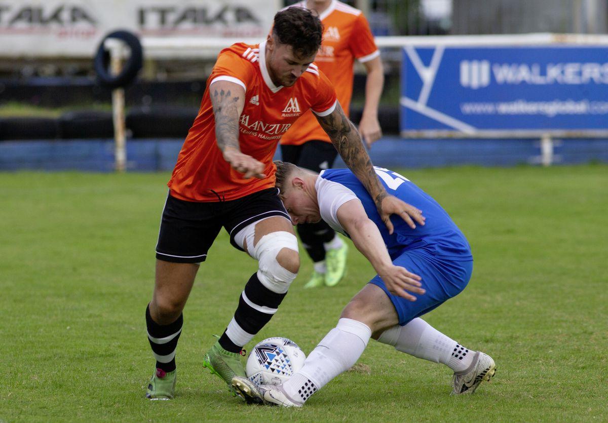 Louis Travis is tackled by Charlie Platt. (29834633)