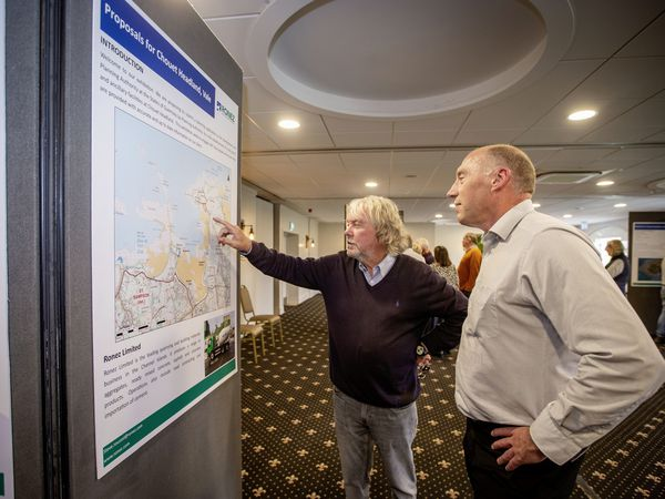 Picture By Sophie Rabey.  19–10-21.  Public Drop-In session at the Peninsula Hotel by Ronez for people to come and see the plans for Chouet Headland..Ronez General Manager Steve Roussel (right) with member of the public Nick Trott.. (30105803)