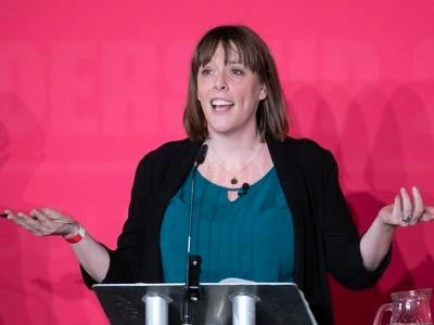 Jess Phillips quits Labour leadership race