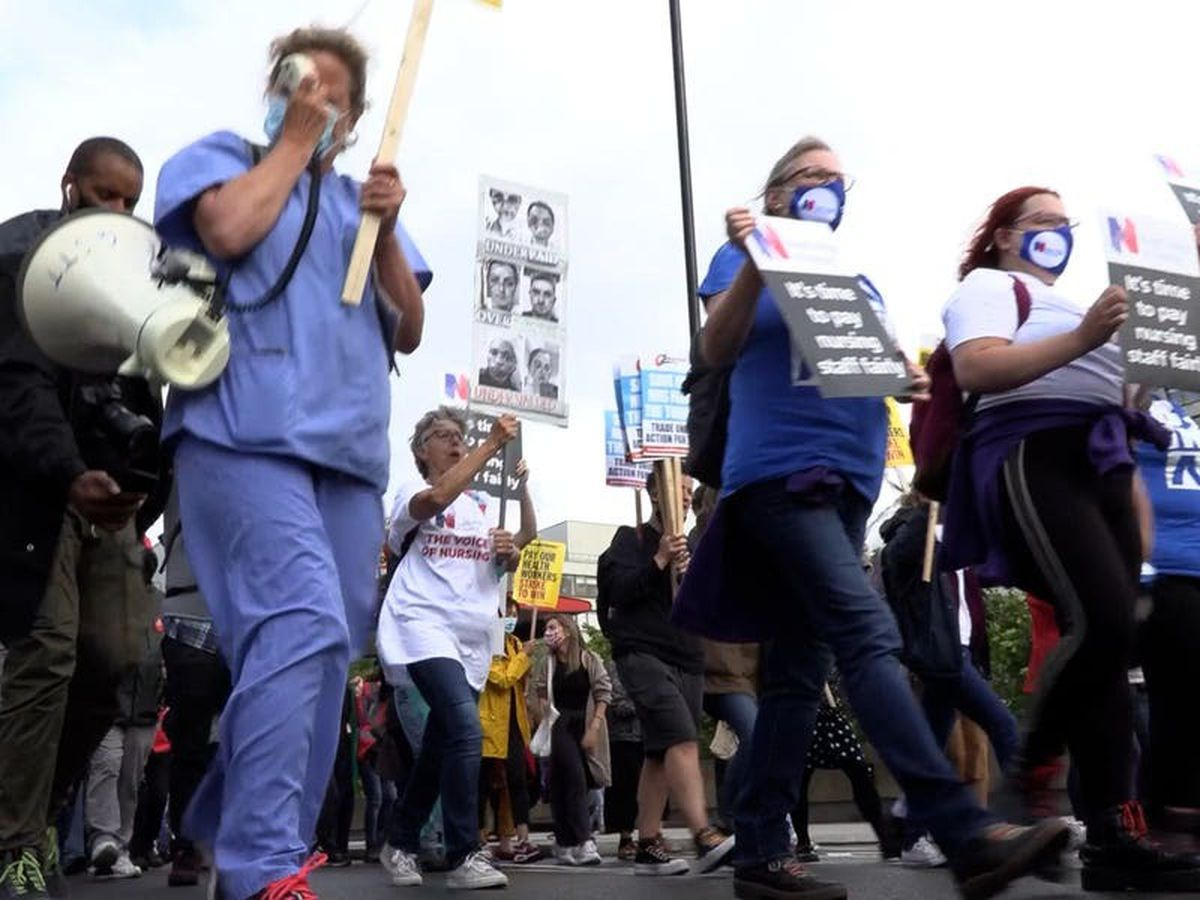 Pay rise offer a 'big kick in the teeth', protesting nurses claim