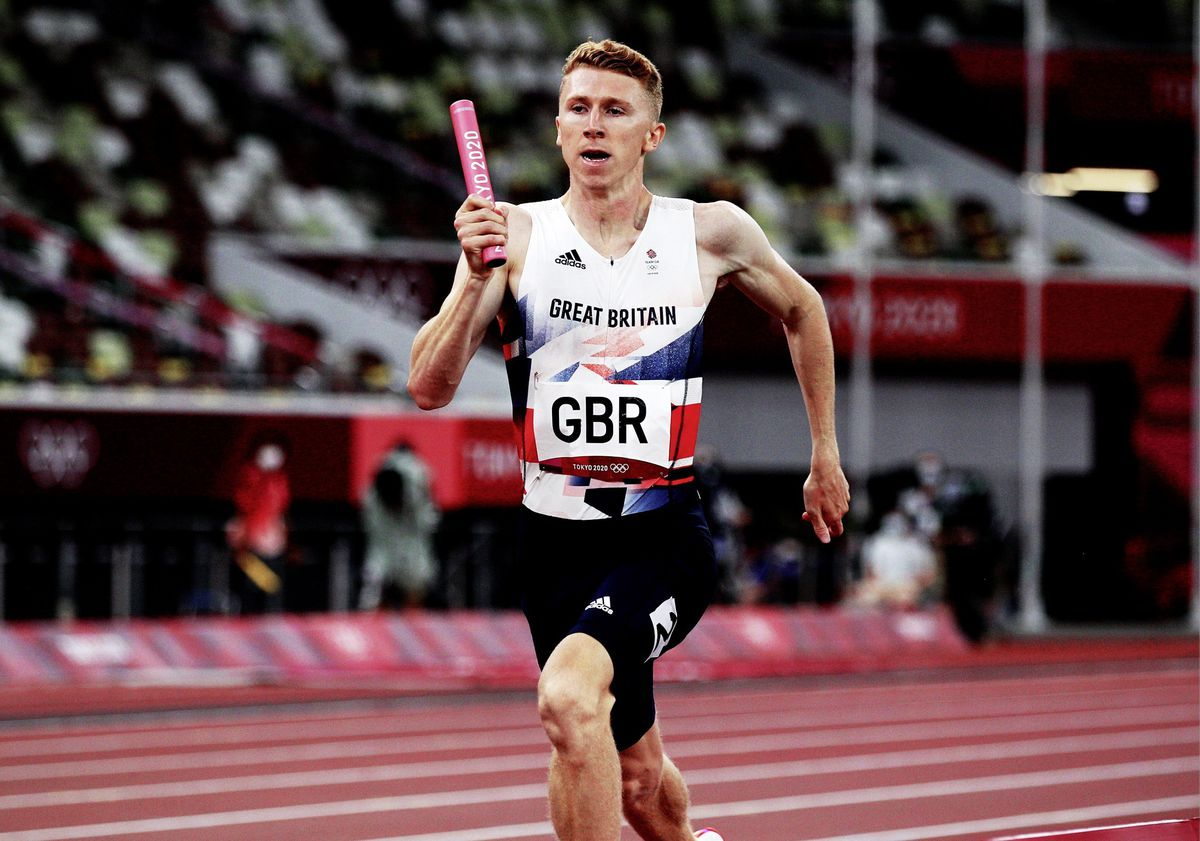 Chasing the frontrunners: Cameron Chalmers on the last leg of the mixed 4x400m relay final. (Picture by Athletics Images, 29823872)