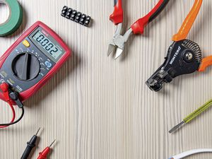 generic electrician picture no copyright (27606729)
