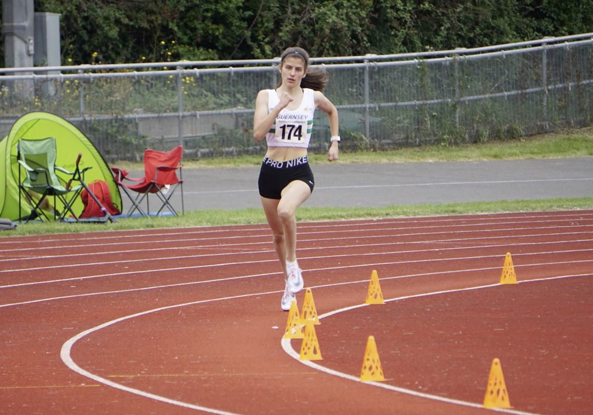 Kate Bain in splendid isolation on her way to gold at the Hampshire County Championships. (29934660)
