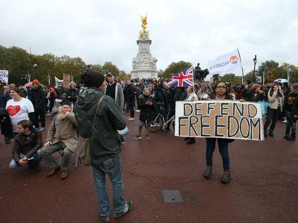 Police make arrests at anti-lockdown protest in central London