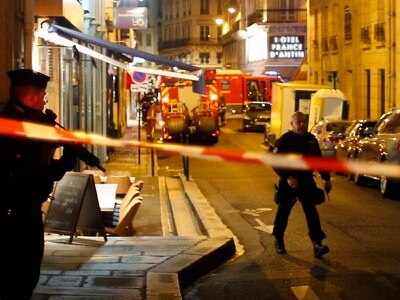 One dead and four injured in Paris 'terror' attack