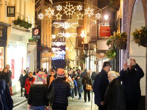 Pic by Tom Tardif 22-12-16..Town, St Peter Port..Final Late-Night Christmas Shopping of 2016..Looking at the Shoppers and Lights down the High Street.. (26526186)