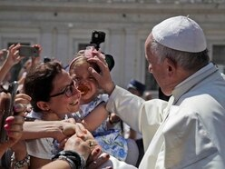 Pope Francis praises Mexicans for welcoming migrants
