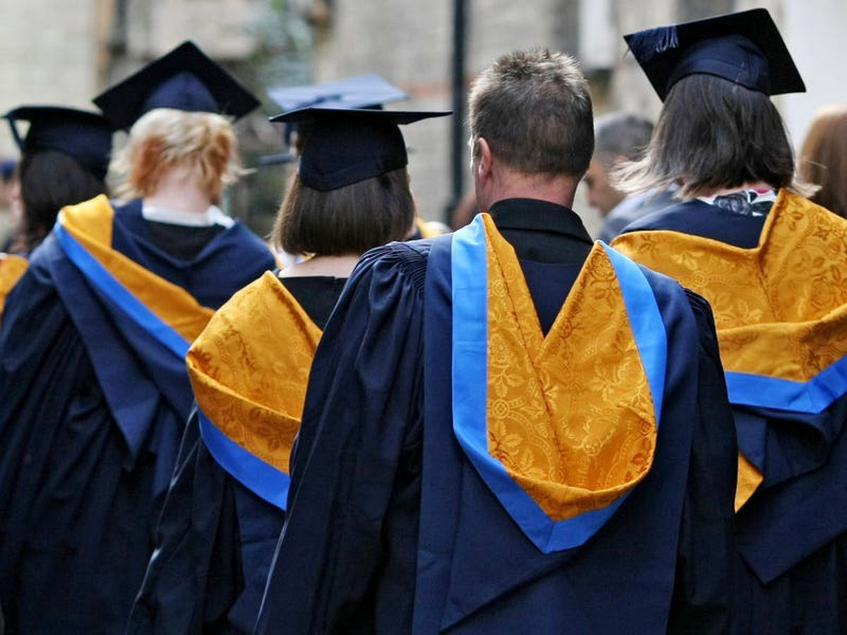 Fewer students dropping out of university, figures show
