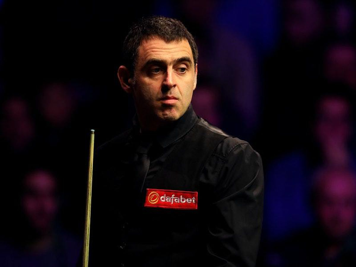 Snooker's Ronnie O'Sullivan wears pink nail varnish for breast cancer awareness