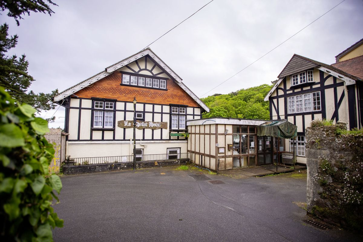 The 39-bedroom derelict hotel Le Chalet Hotel in St Martin's has been closed since 2012. (Picture by Sophie Rabey, 29573275)