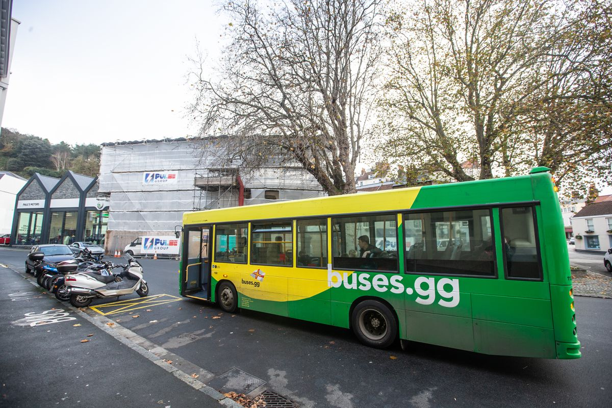 CT Plus is still using some of the green and yellow Dart Nimbus buses. (Picture by Peter Frankland, 28982544)