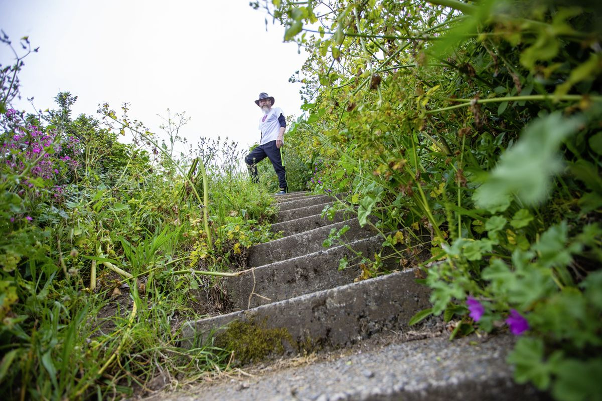 Mark Prevel faces the daunting task of tackling the south coast cliff steps in their hundreds. (29628921)