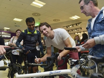 Hero's welcome in Edinburgh for round-the-world cyclist