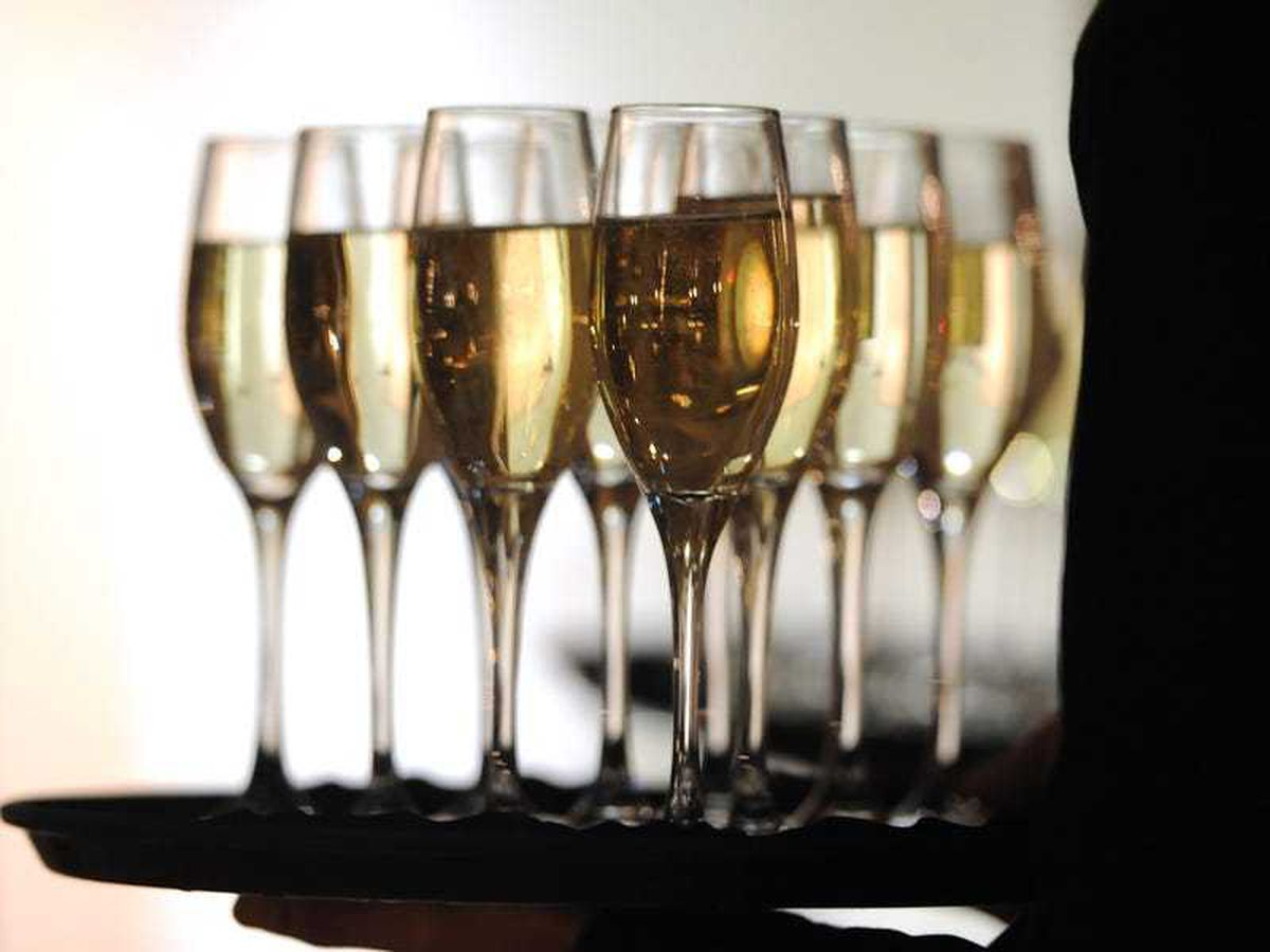 Bubbly supply halted after Moscow says champagne is Russian
