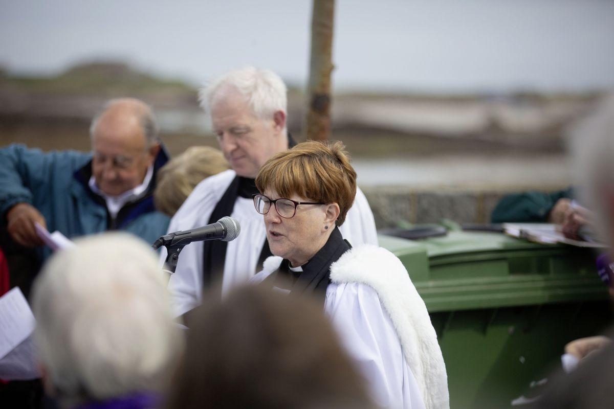 The Rev Beverly Herve addressing the service. (29528181)
