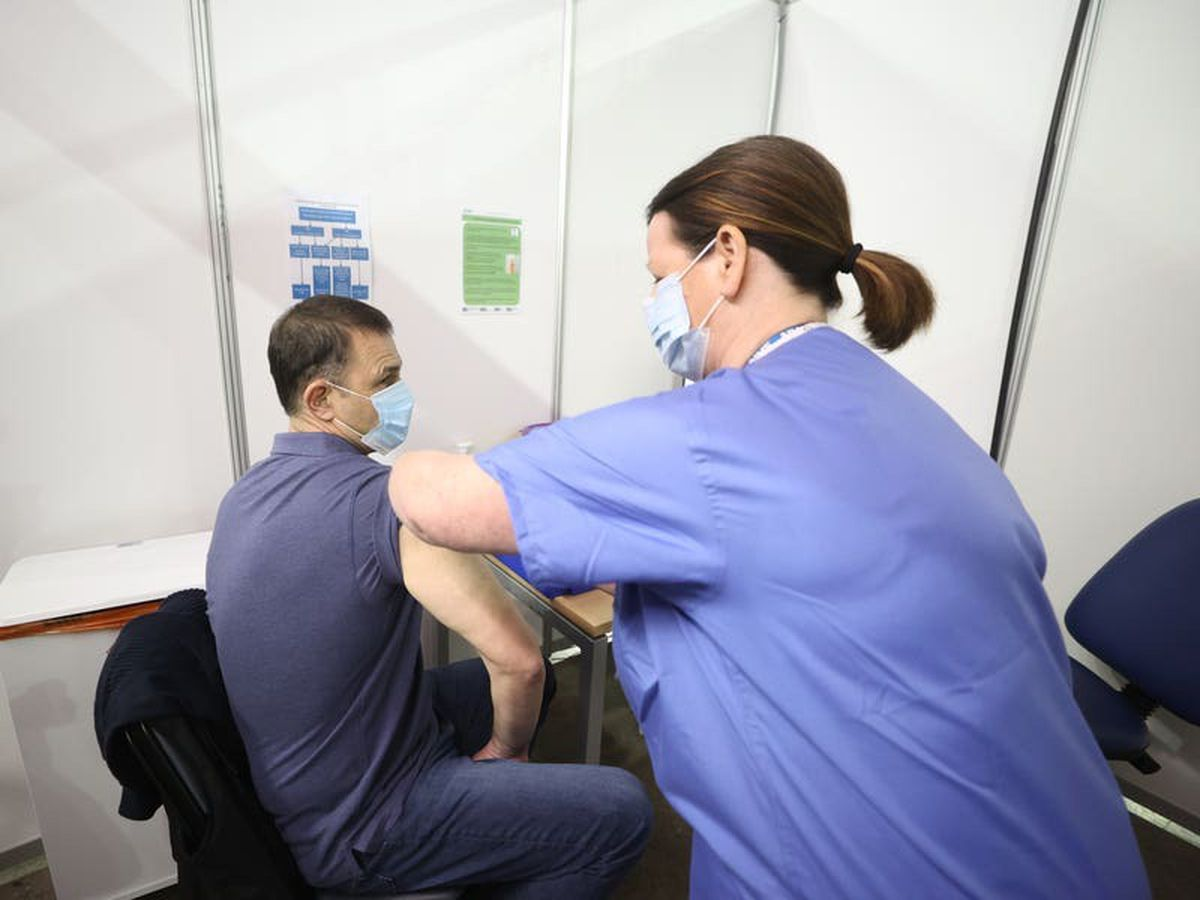 Northern Ireland's Covid vaccination programme expands to 40-44 age bracket