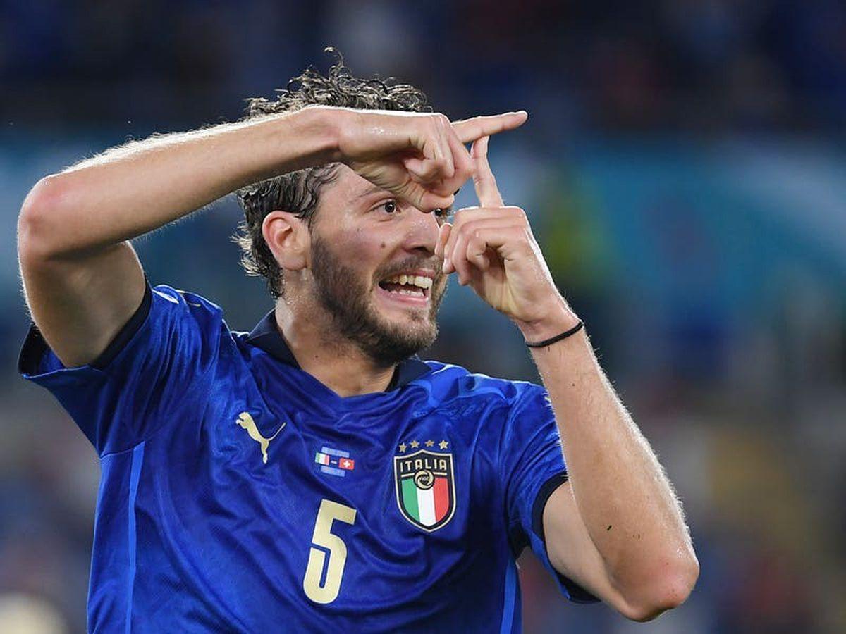 Manuel Locatelli scores twice as Italy breeze into last 16 at Euro 2020