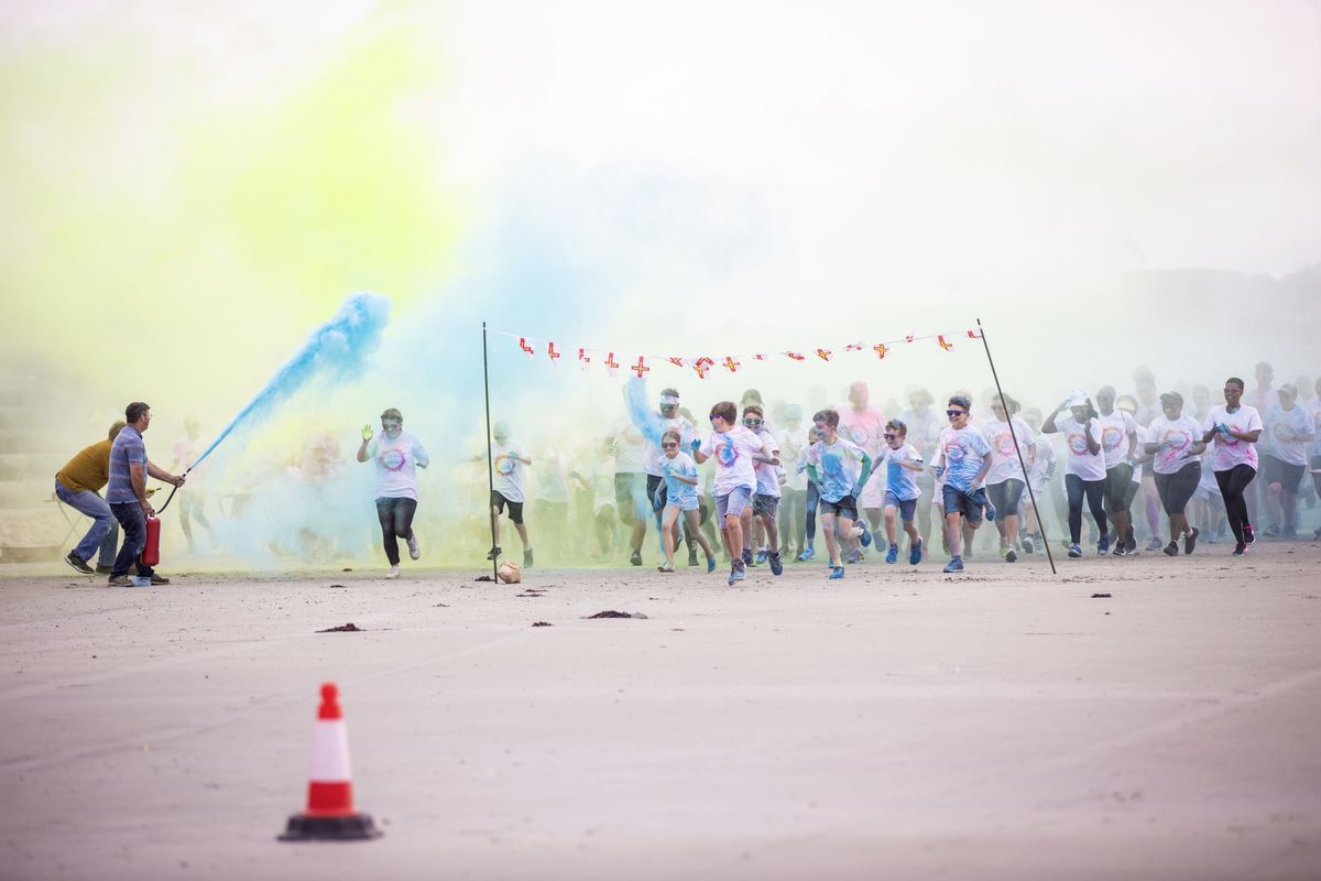 Picture by Sophie Rabey.  19-09-20. Islands Insurance have sponsored a Colour Run on Vazon Beach to help raise money for Guide Dogs for the Blind. (28707316)