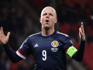Steven Naismith announces retirement and takes up role at Hearts
