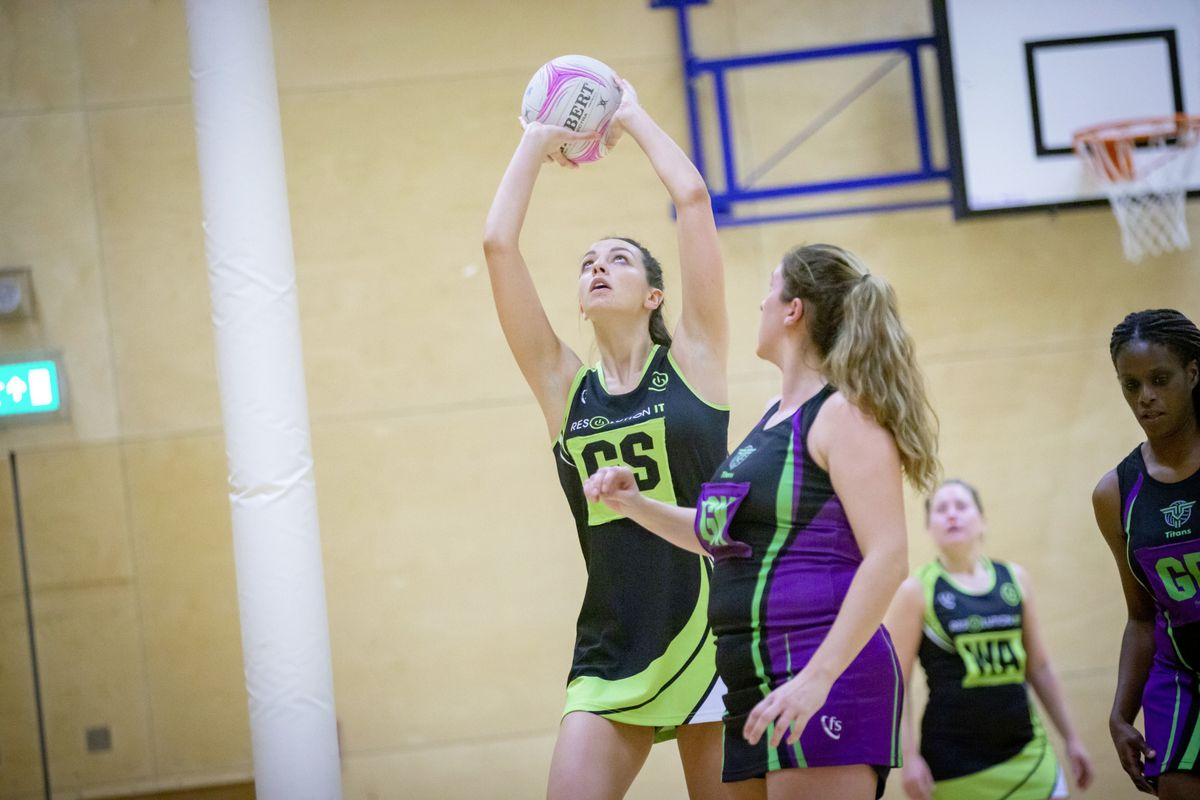 Clare Henry lines up a shot for Resolution IT Green against T&T Purple. (Picture by Sophie Rabey, 28872975)