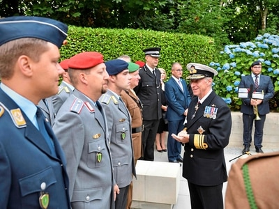 Allied soldiers at wreath laying service