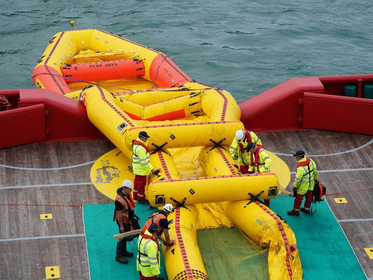 Inflatable 'current buster' to tackle oil spills tested