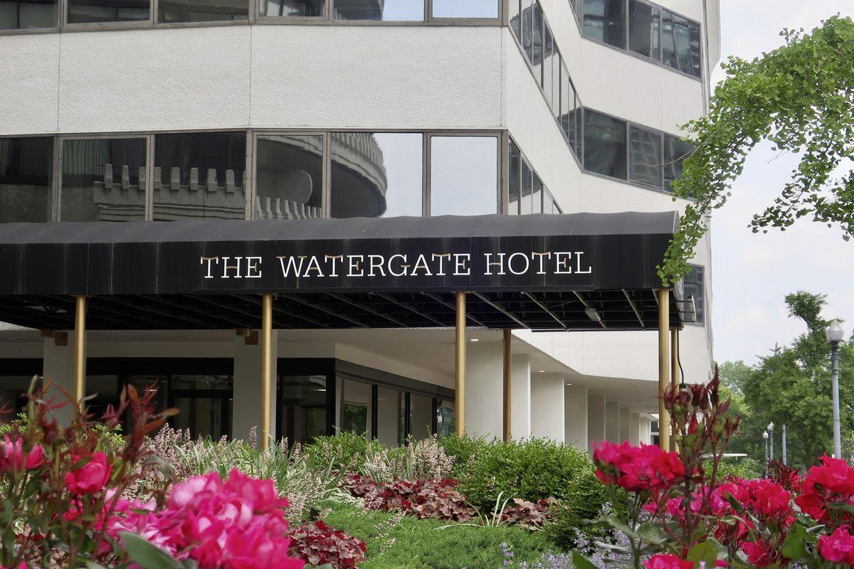 WASHINGTON, DC - MAY 18, 2019: THE WATERGATE HOTEL - sign at entrance (29610871)