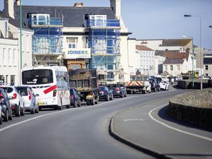 Picture By Peter Frankland. 01-06-21 Traffic was building up all along the eastern seafront this morning as temporary traffic lights have been installed outside The Red Lion, Les Banques. At the junction to Le Grand Bouet.. (29608907)
