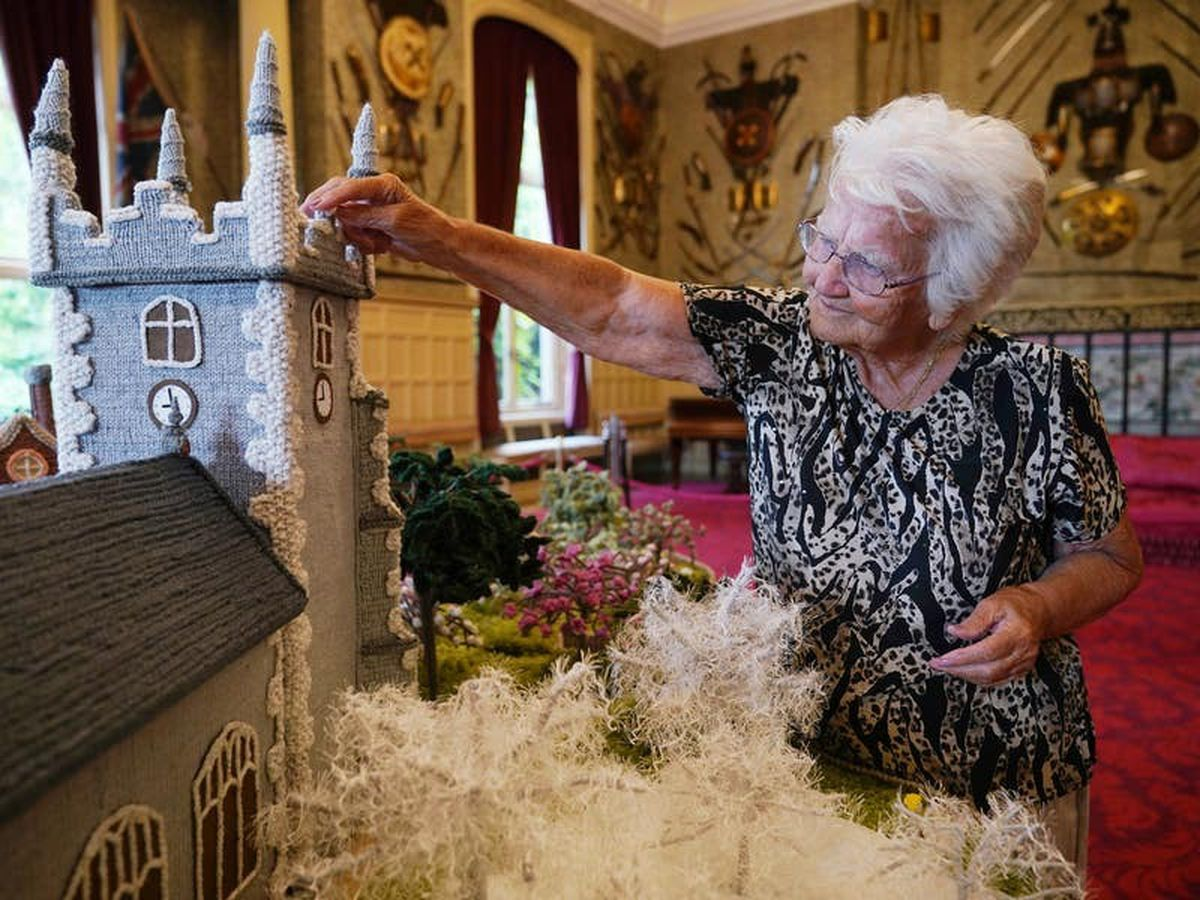 Queen enjoys display of knitted Sandringham
