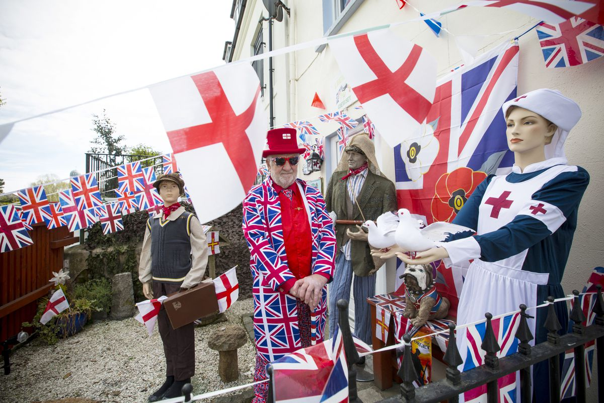 Geoff Le Gallez at home in Ville au Roi St Martin's all dressed up and house decorated for Liberation Day. (29734902)
