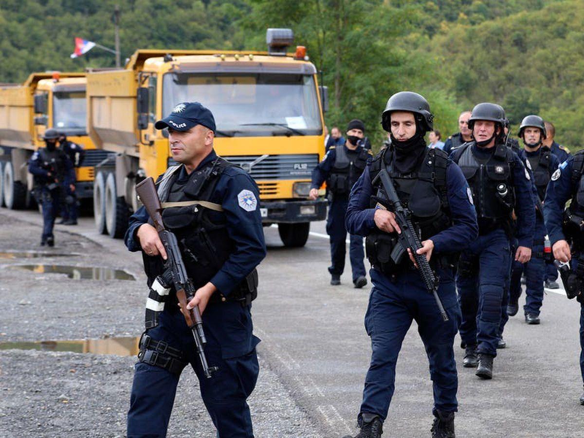 Kosovo deploys police at border amid tension over Serbian car licence plates