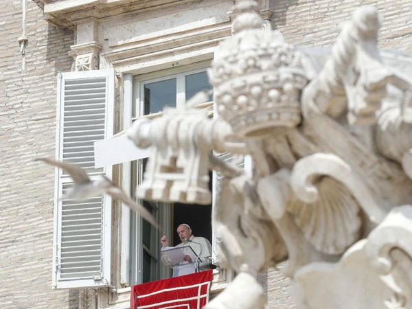 Pope Francis back to in-person Sunday blessing