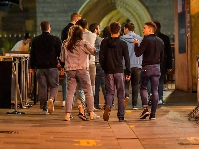 Pub-goers in Wales given 20 minutes to 'drink up' after 10pm alcohol cut-off